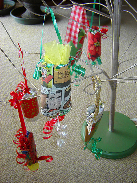 Gift Holder Ornaments made from toilet paper tubes