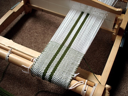 Four Looms You Can Make From Recycled Materials Crafting