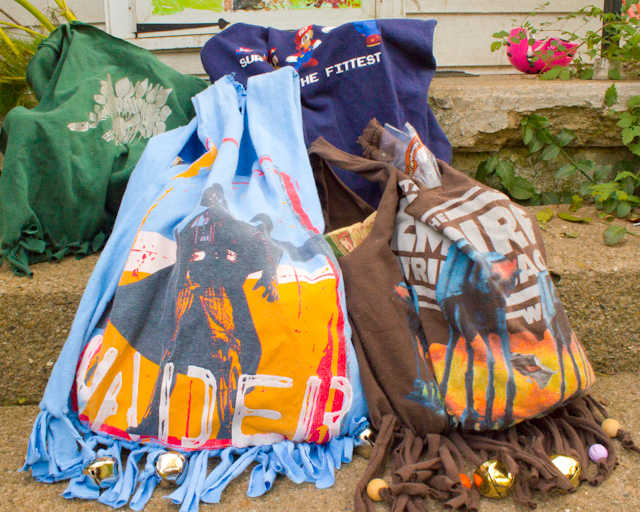 no-sew grocery bags made from upcycled T-shirts