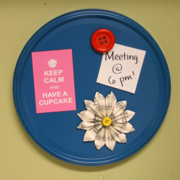 Recycle a Popcorn Tin Lid: Magnetic Memo Board