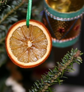 dehydrated orange slice ornament from One Part Sunshine