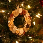 DIY Christmas Ornaments: Button Wreath