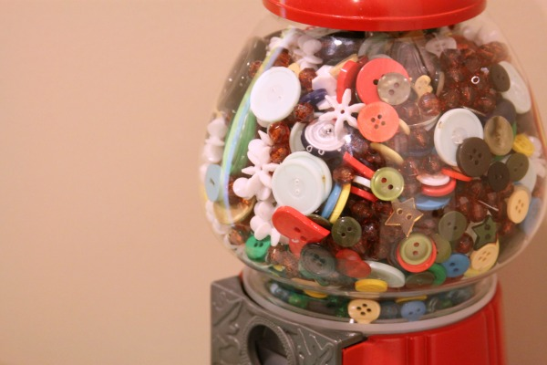 Craft Booth Ideas: Bubble Gum Machine Button Display