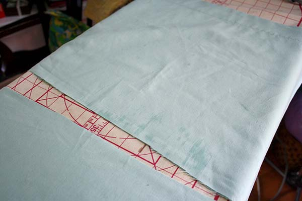 How to cut the pillowcase