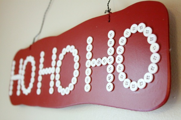 Holiday Crafts: Make a Christmas Sign with Vintage Buttons!