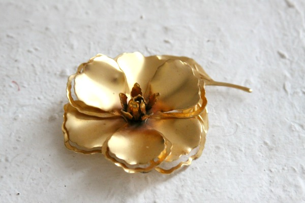 Holiday Crafts: Upcycle a Vintage Brooch into a Unique Ornament