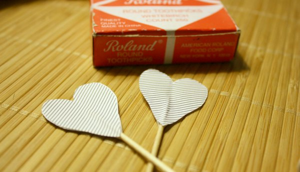 Valentine's Day Crafts: Sweet Heart Shaped Dessert Toppers