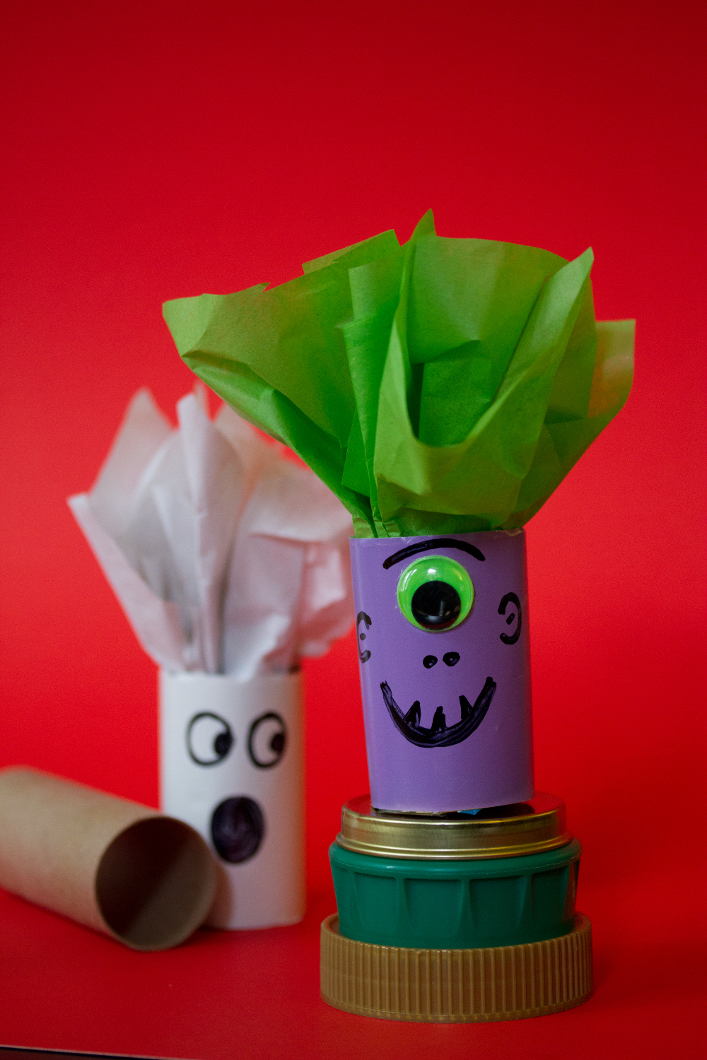 halloween crafts: candy holders from toilet paper tubes