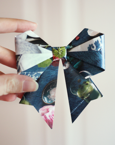 You can make gifts look beautiful even without store-bought plastic ribbons and bows. Make these handmade bows instead!