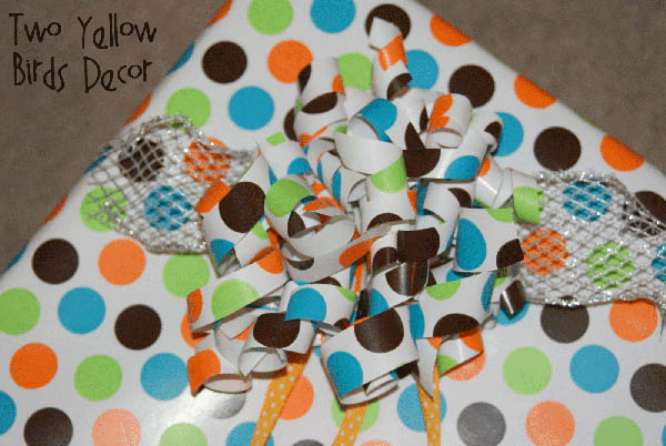 10 Wrapping Paper Crafts: Curly Gift Bow