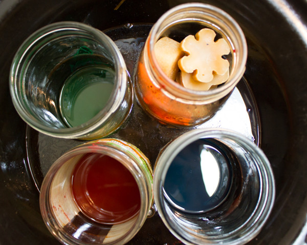 How to Dye Wax - You don't need expensive wax dyes to turn your natural wax of choice a vibrant color. Here's how to dye wax with crayons that you probably already have.