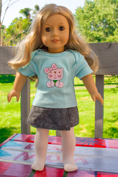 You might think that you have to sew to be able to make cute American Girl doll clothes, but you don't! Make this no-sew American Girl Doll t-shirt.