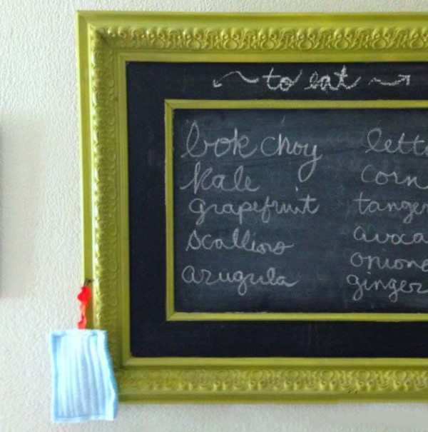 I love the look of a framed chalkboard, but those suckers are expensive! Here's how to make a DIY framed chalkboard for under $25!