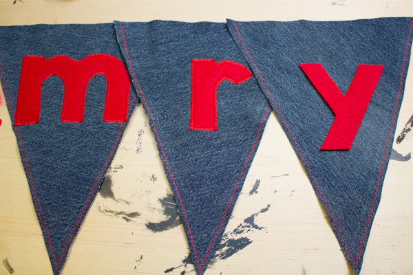 how to sew a holiday bunting