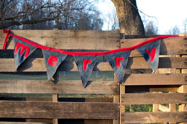How to Make a Holiday Bunting
