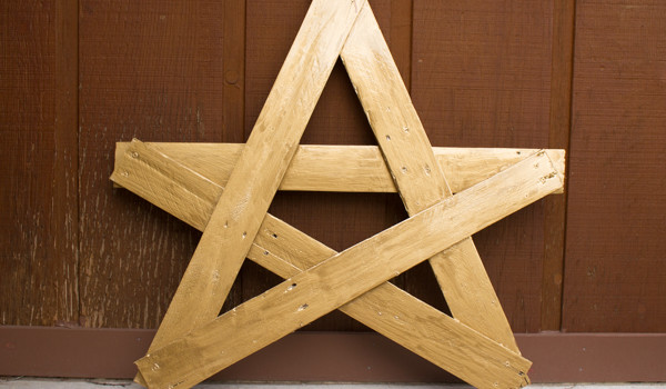 Porch Star from Crafting with Wood Pallets
